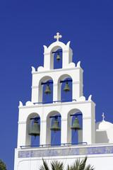 Blaue Kuppelmit Glockenturm einer byzantinisch-orthodoxen Kirche, Oia, Santorin, Kykladen, Griechenland, Europa