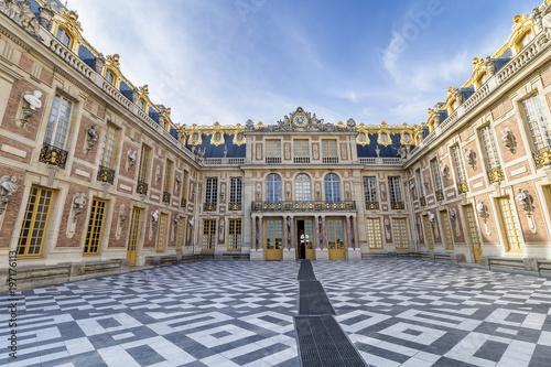 Zewnętrzna fasada pałacu wersalskiego (pałac wersalski) pod Paryżem.