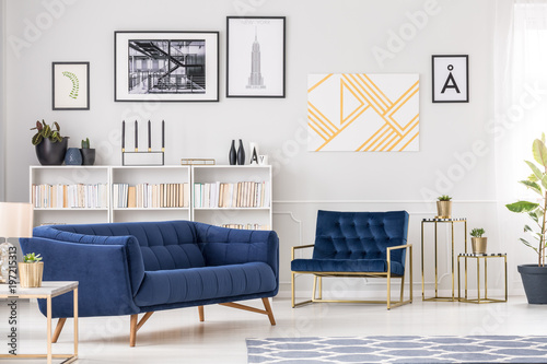 Fotografia  Art collection and sofa