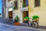 Fototapeta Uliczki - Narrow street in Florence, Tuscany. Italy
