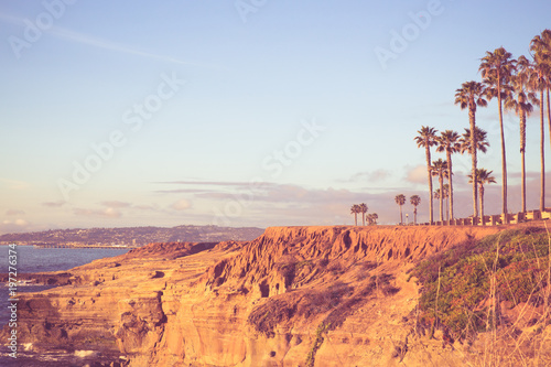 Poster Lieux connus d Amérique View of beautiful San Diego California seen from Sunset Cliffs in Point Loma with rocky coastline, Pacific Ocean, Palm trees and vintage toned filter.