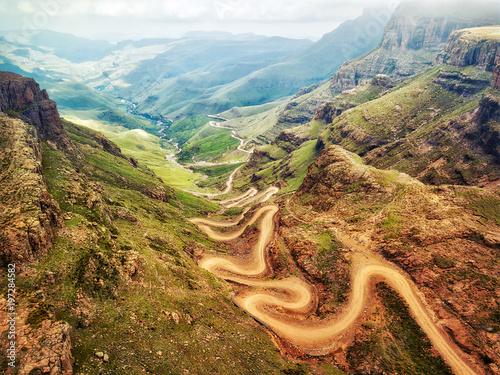 Fotografía  Sani Pass down into South Africa