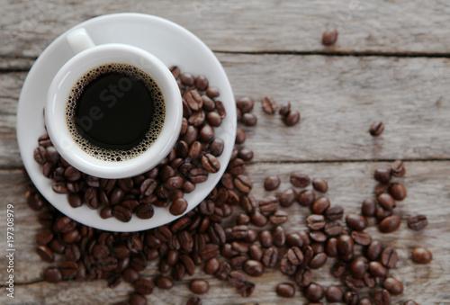 Foto op Plexiglas Koffiebonen tasse de café vue plongeante