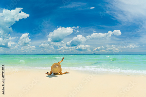 WOman alone on the beach in the Caribbean islands Fototapete
