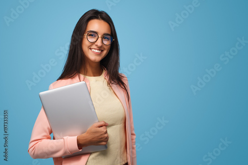 Fotomural Charming student girl with laptop