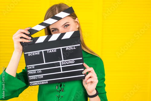 Photo  Attractive woman with a clapperboard in her arms