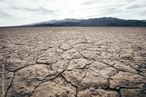 Foto Extremly dry soil in the Desert