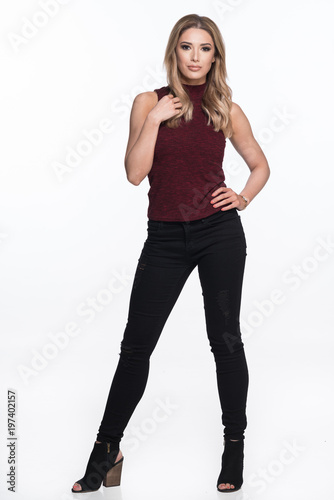 Photo  Beautiful Woman Standing in a Sleeveless Top and Black Jeans