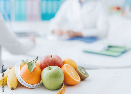 Nutritionist meeting a patient in the office Fototapeta