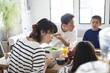 一家団欒。食事の風景。
