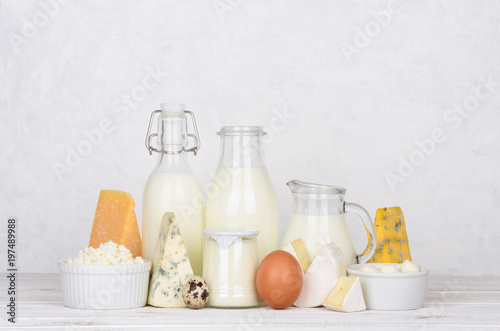 Fotobehang Zuivelproducten Dairy products on white wooden table