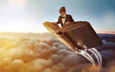 Fliegendes Buch über den Wolken