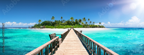 Fotobehang Bruggen Tropical Destination - Maldives - Pier For Paradise Island