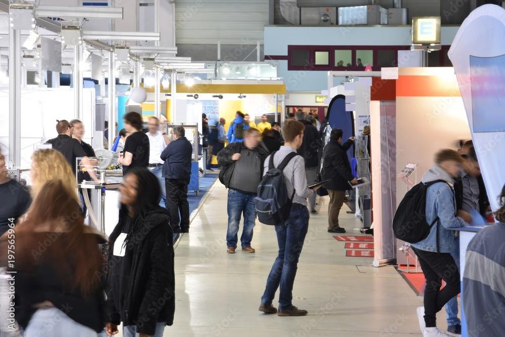 Fototapeta Fachmesse mit verschiedenen Ständen