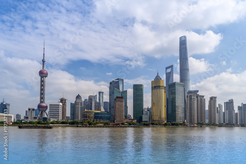 Tuinposter New York City The skyline of the urban architectural landscape in Lujiazui, the Bund, Shanghai
