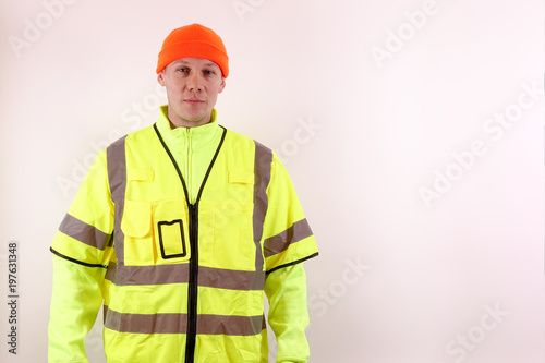 Fotografía  A man with warning safety clothes for roadworks and construction sites