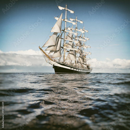 Türaufkleber Schiff Sailing ship in the blue sea. Yachting. Sailing