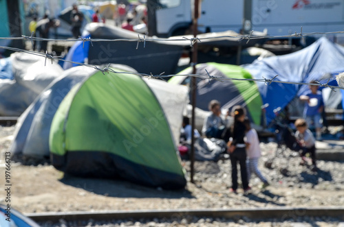 Fotografía Idomeni, Greece, April 15, 2016 -  Hundreds of tents in a transit camp for refugees and migrants at the Greek-Macedonian border