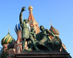 Fototapeta na wymiar blessed basil cathedral and Statue of Minin and Pozharsky in Moscow