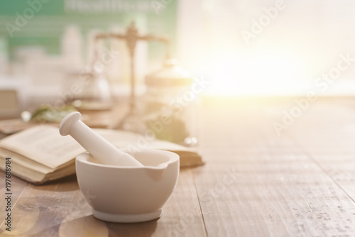 Photo sur Toile Pharmacie Mortar and pestle on the pharmacist's table