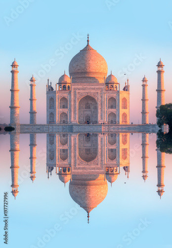 Foto op Plexiglas Monument Taj Mahal at sunset - Agra, India