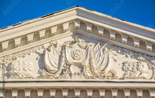 The pediment of the ancient building in the style of Stalin's Empire is decora Canvas-taulu