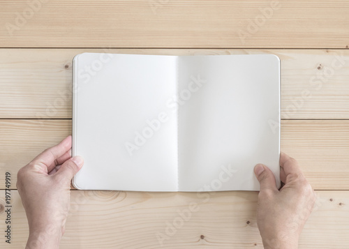 Photo  Blank open pocket book mock up, catalog magazines, or note template with paper t