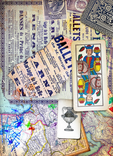 Papiers peints Imagination Murales con graffiti,simboli,disegni ritagli,patchworks e collages esoterici