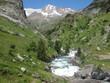 Valle de Ordesa, Pireneje, Hiszpania - rzeka w zielonej Dolinie Ordesy