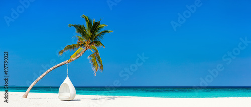 Montage in der Fensternische Strand Beautiful tropical beach at Maldives