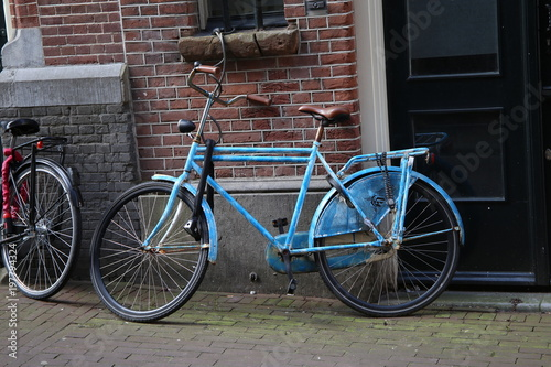 Foto op Canvas Fiets Blue City Bicycle Against Brick Wall