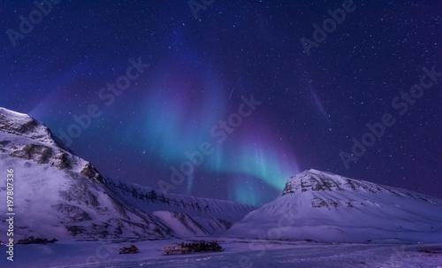 Foto auf Gartenposter Nordlicht The polar arctic Northern lights aurora borealis sky star in Norway Svalbard in Longyearbyen city man mountains