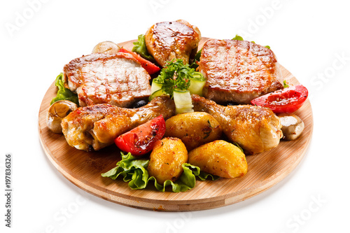 Deurstickers Klaar gerecht Grilled steak and drumsticks with potatoes on cutting board