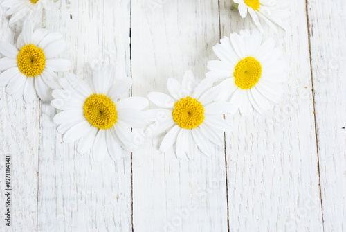 Foto auf Leinwand Blumen Flowers on white wood table background