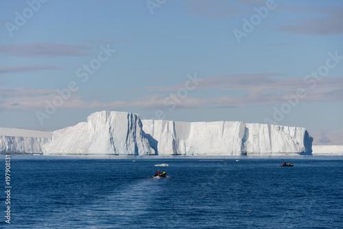 In de dag Antarctica Tabular iceberg in Antarctica
