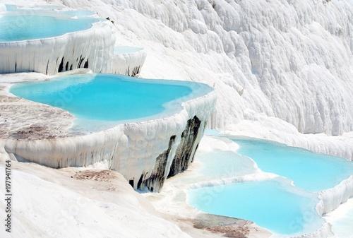 La pose en embrasure Turquie Blue ice in Pamukkale (Turkey)