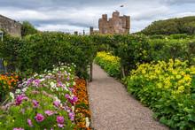 Beautiful Garden Of Castle Of ...