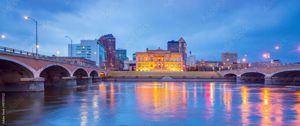 Fototapety, obrazy: Des Moines Iowa skyline in USA