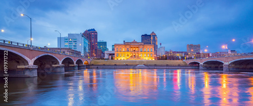Cadres-photo bureau Etats-Unis Des Moines Iowa skyline in USA
