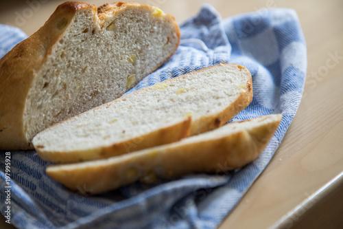 Kartoffel Zweibel Brot Aufbewahrung Im Tuch In Kuche Buy This
