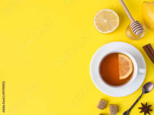 Photo  Flat lay on the yellow bright background Black tea Lemon Cinnamon Star Anise bro