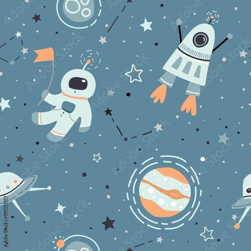 bezproblemowa-dziecinna-wzor-z-recznie-rysowane-elementy-przestrzeni-kosmicznej-satelity-planety-rakiety-gwiazdy-sondy-kosm