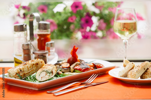 Autocollant pour porte Pique-nique ROLLED CHICKEN WITH BACON served on a table with a glass of wine