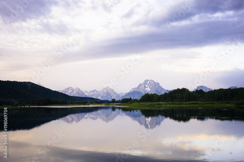 Poster Bergen Idyllic view of lake and mountain against sky at Grand Teton National Park during sunset