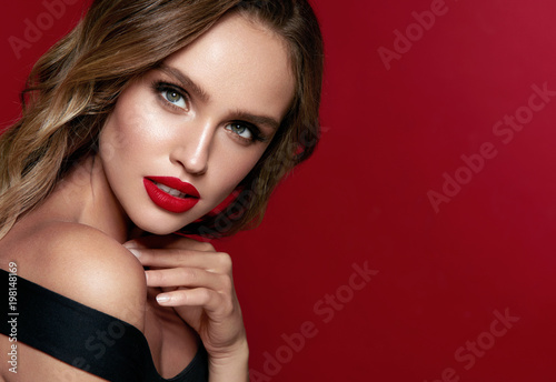Fotografija Beauty Face. Beautiful Woman With Makeup And Red Lips.