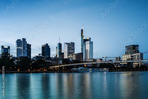 Fototapety, obrazy: Skyline von Frankfurt zur Abendstunde