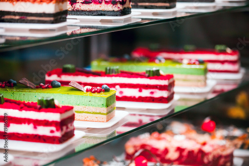 Carta da parati Showcase with different types of cakes in pastry shop