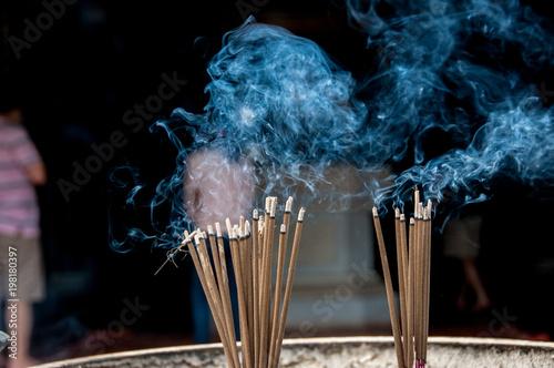Fotografia  Incenso in offerta all'ingresso della pagoda