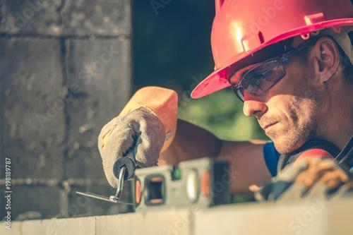 Papel de parede Caucasian Masonry Worker