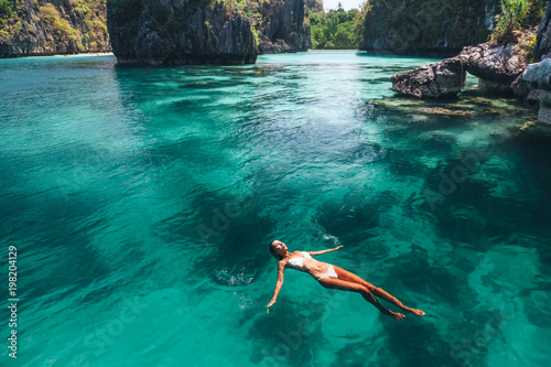 Poster de jardin Lieu connus d Asie Woman swimming in clear sea water in Asia